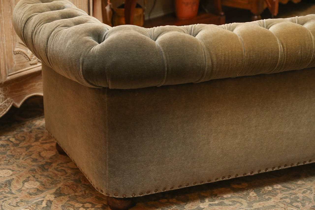 19th Century English Chesterfield in Grey Mohair In Excellent Condition For Sale In Houston, TX