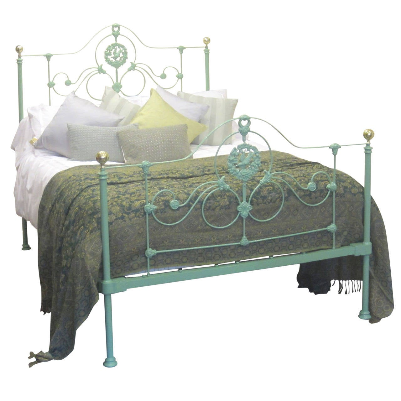 Double cast iron antique bed at 1stdibs for Iron bedroom furniture