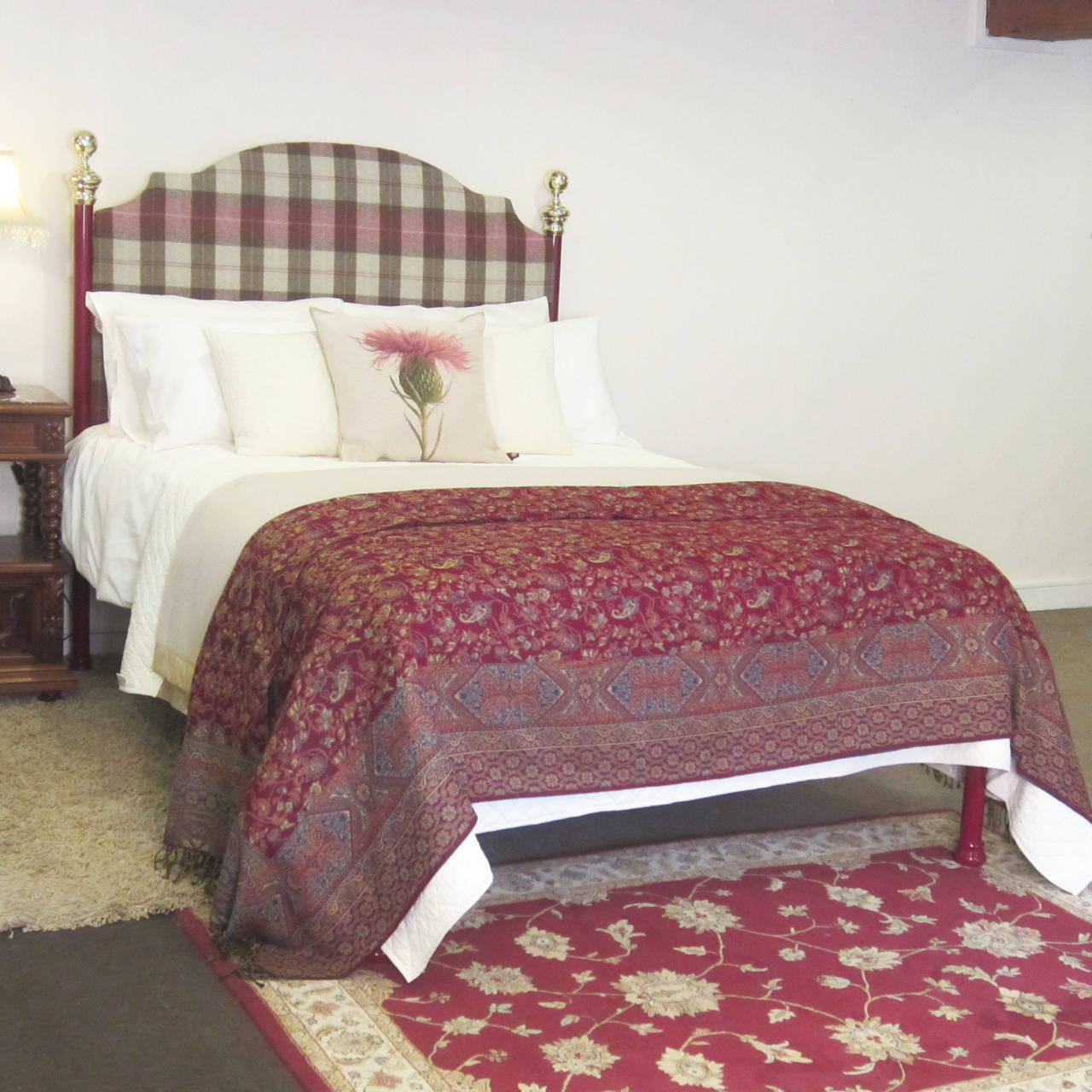 Tartan Covered Platform Bed In Excellent Condition For Sale In Wrexham, GB