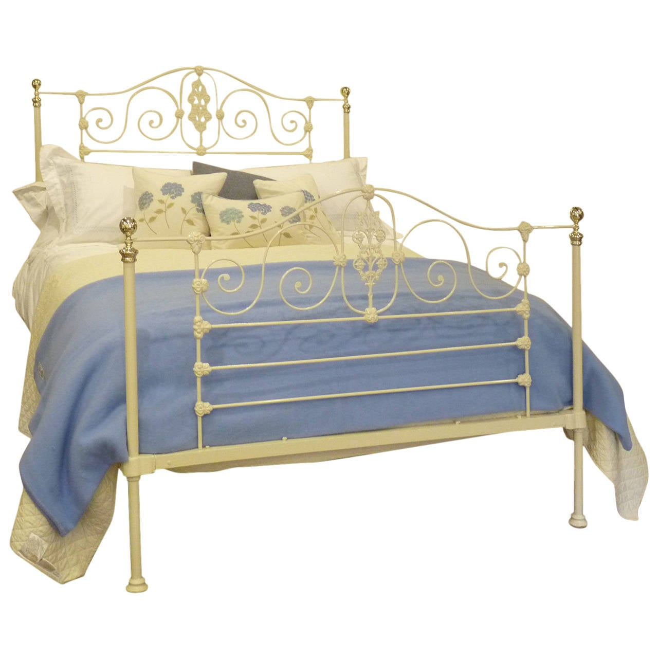 Victorian Cast Iron Beds : Superb mid victorian cast iron bed at stdibs