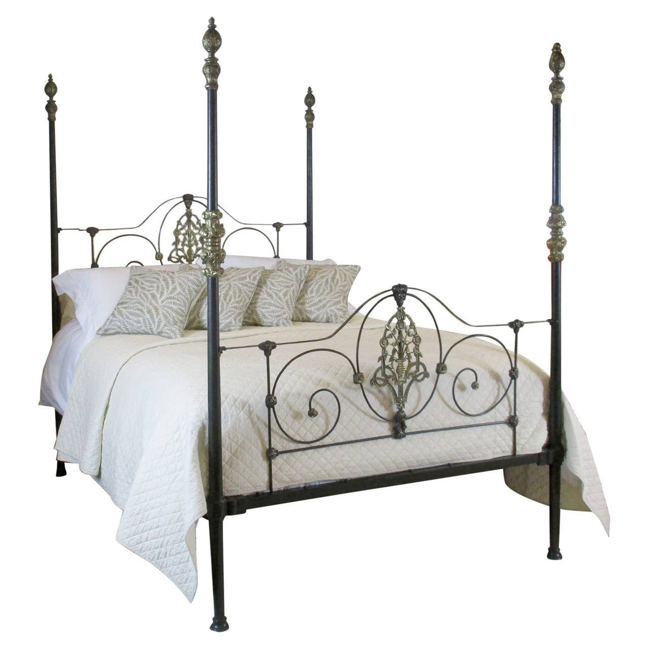 Early American Bedroom Furniture Victorian Four Poster Bed M4p11 At 1stdibs