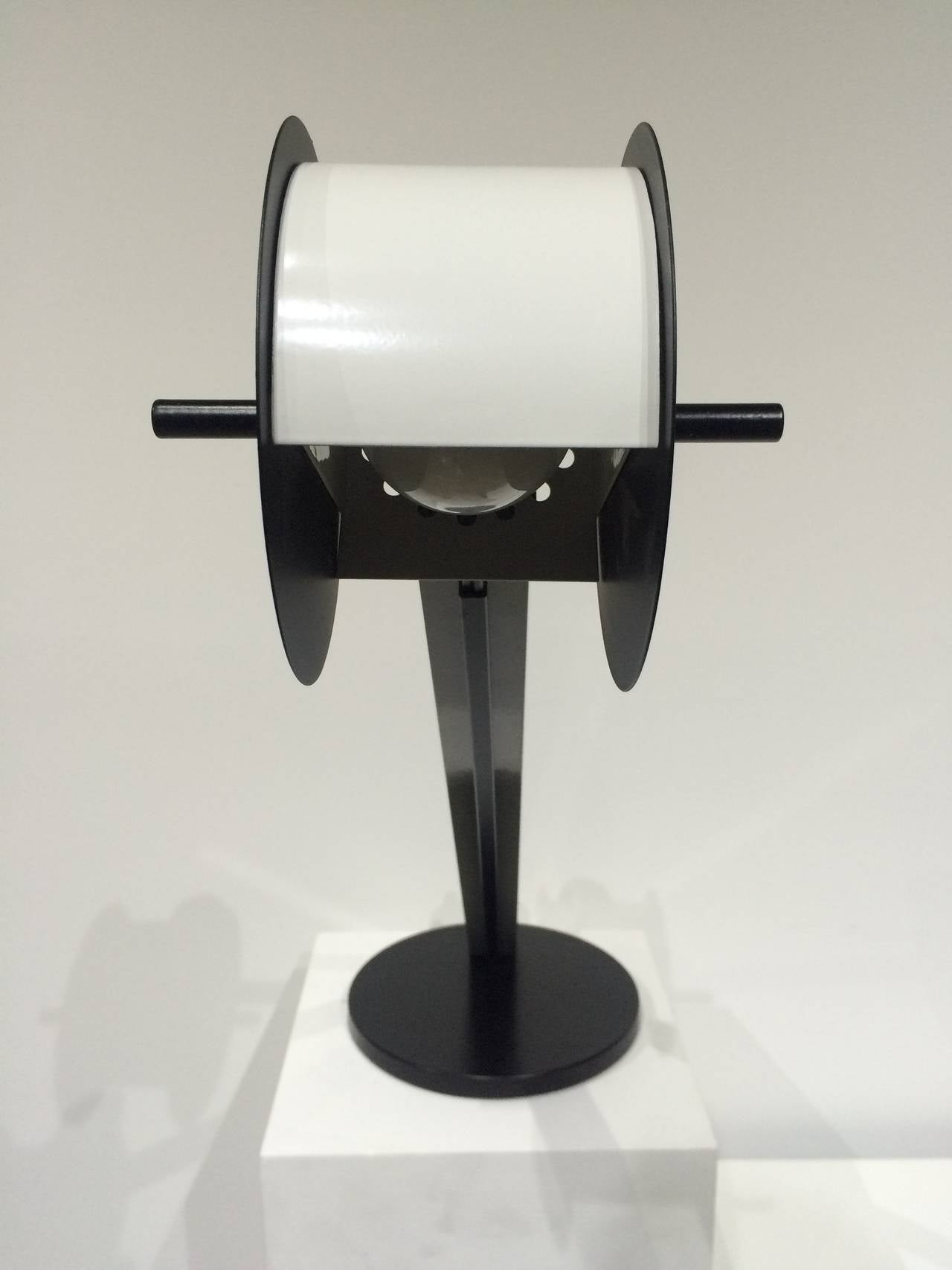 Pair of Memphis Post Modern Lamps Attributed to Ettore Sottsass In Good Condition For Sale In Miami, FL