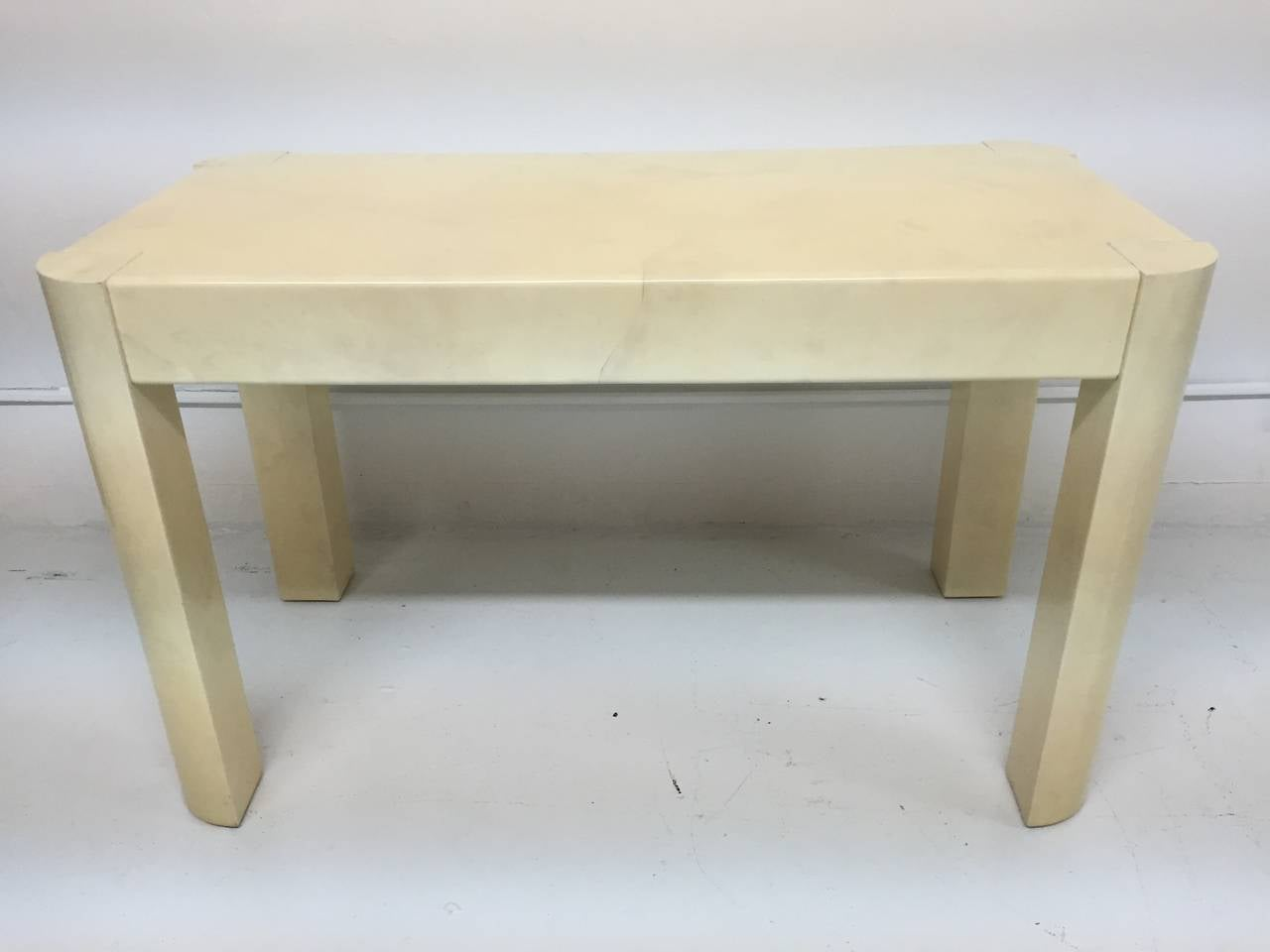 Karl Springer Angular Leg Desk in Ivory Lacquered Goatskin For Sale 1
