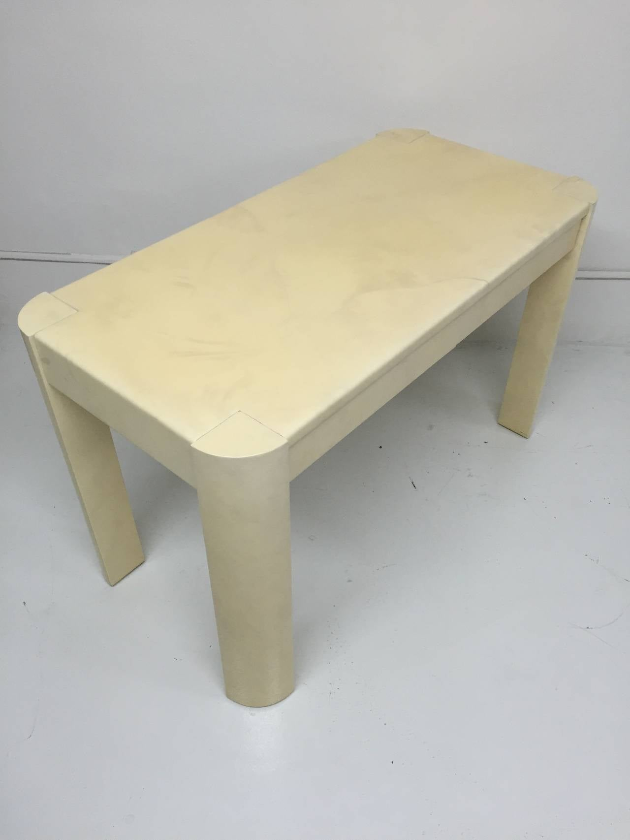Karl Springer Angular Leg Desk in Ivory Lacquered Goatskin In Excellent Condition For Sale In Miami, FL