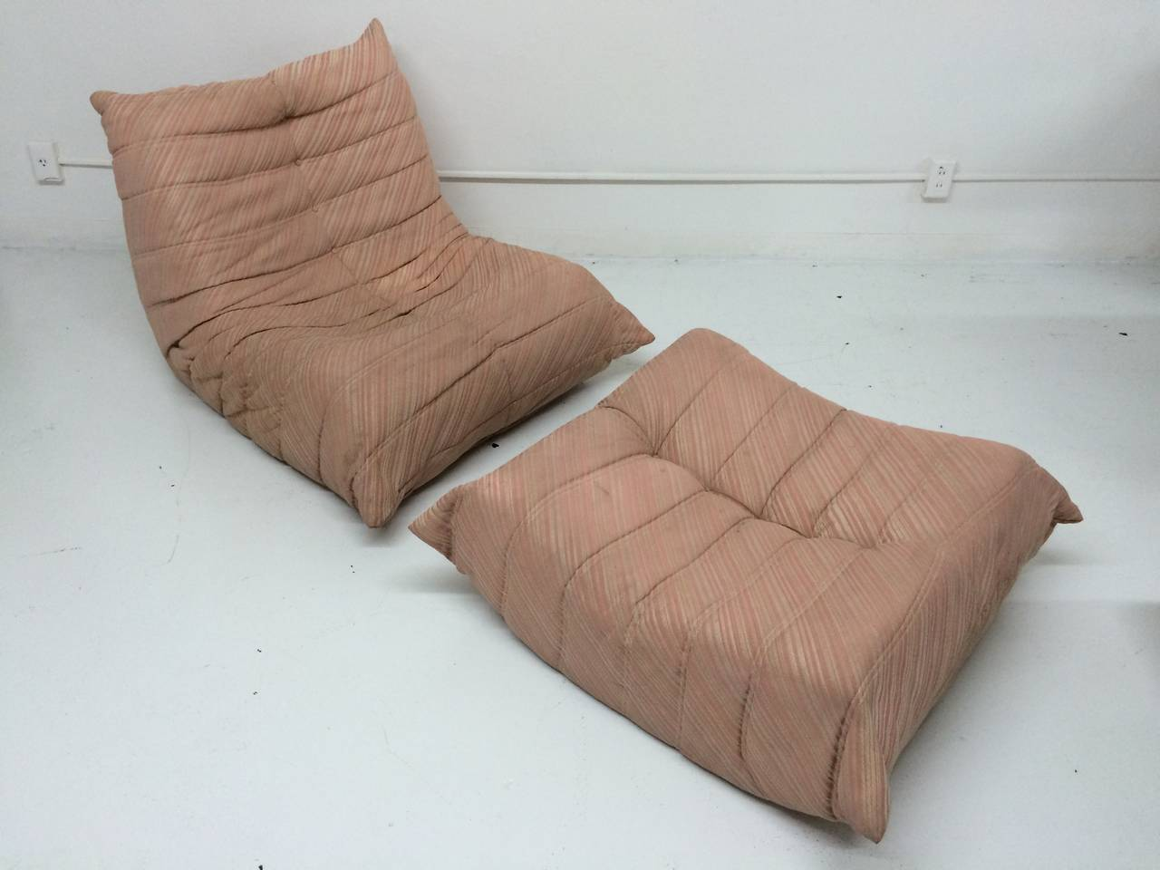 original 1970s michel ducaroy togo chair and ottoman for ligne roset for sale at 1stdibs. Black Bedroom Furniture Sets. Home Design Ideas