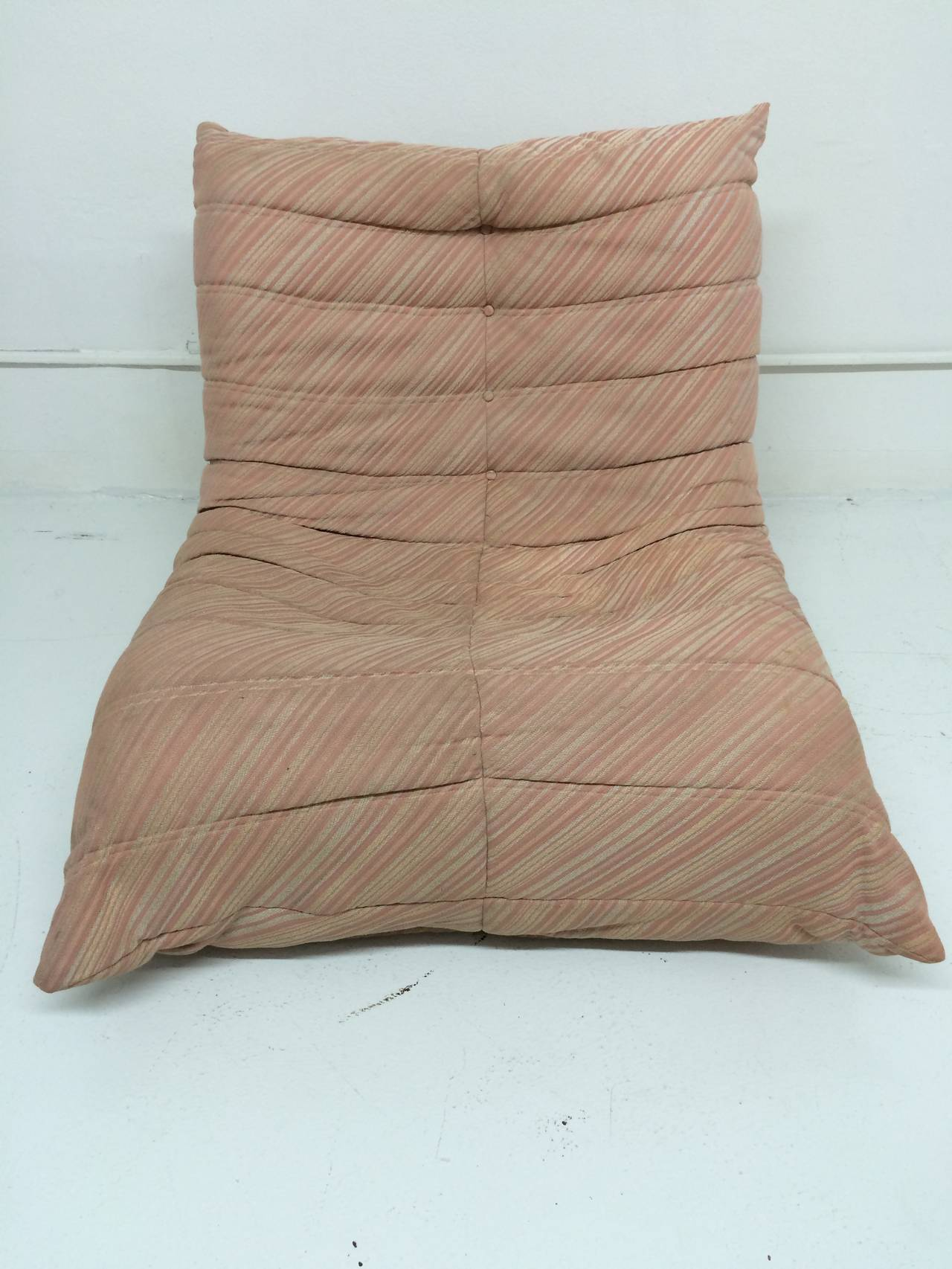 original 1970s michel ducaroy togo chair and ottoman for ligne roset for sale at 1stdibs. Black Bedroom Furniture Sets. Home Design Ideas