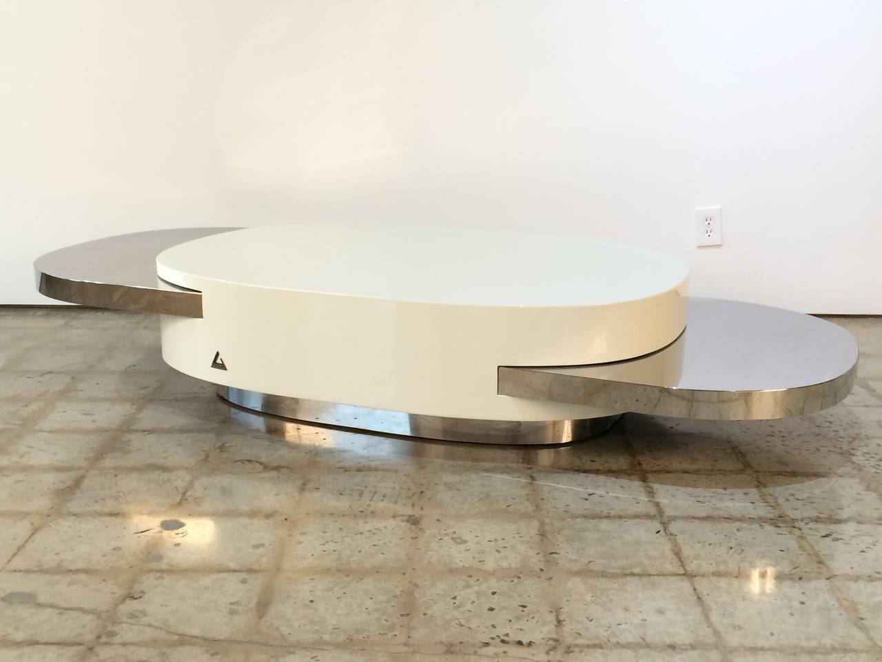 Rare white lacquer and mirror polished stainless steel Ellisse coffee table by Gabriella Crespi with two extendable slide out trays.  Table is 51.5