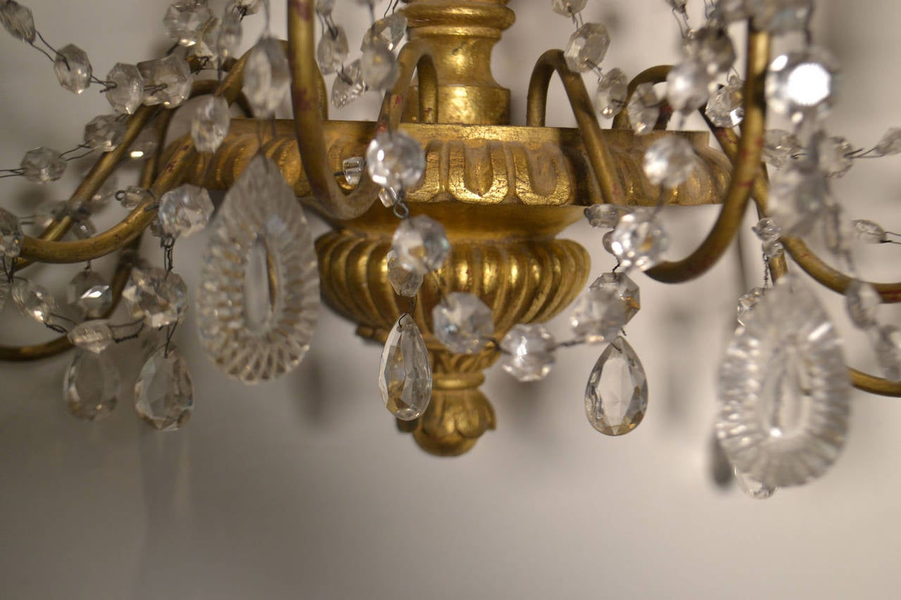 20th Century Pair of Italian Giltwood and Crystal Sconces 3