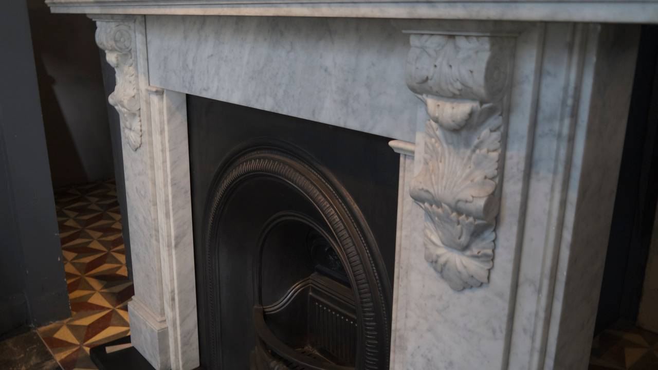 Victorian Style Carved Corbel in Carrara Marble fireplace In Excellent Condition For Sale In London, GB