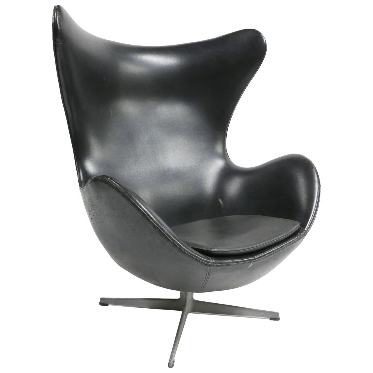 arne jacobsen egg chair by fritz hansen at 1stdibs. Black Bedroom Furniture Sets. Home Design Ideas