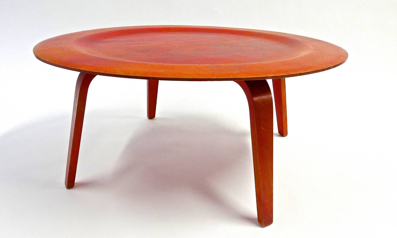Charles and ray eames dish table at 1stdibs for Table charles eames