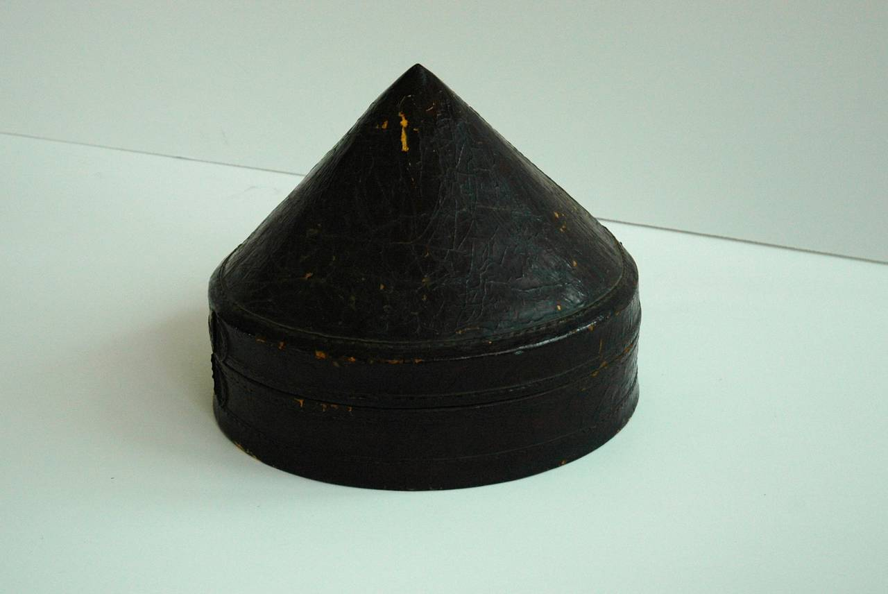 Mandarin Summer Hat and Hat Box, China, 19th Century In Good Condition For Sale In San Antonio, TX