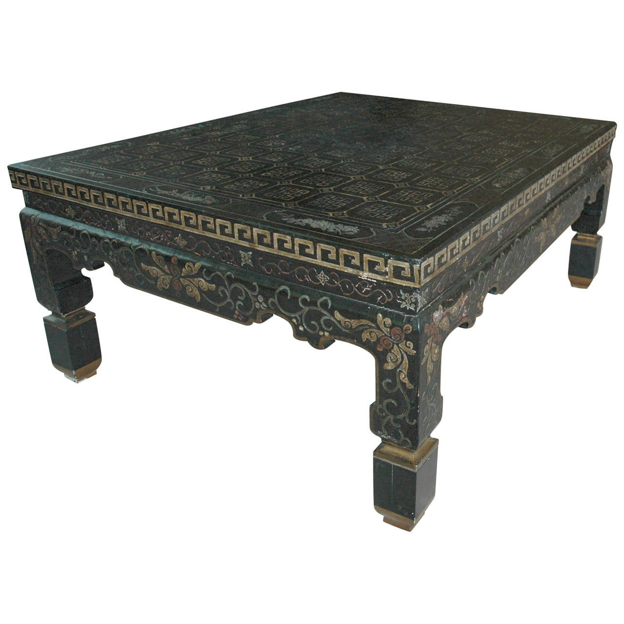 Superbe Baker Chinoiserie Black Lacquered Coffee Table With Greek Key Decoration  For Sale