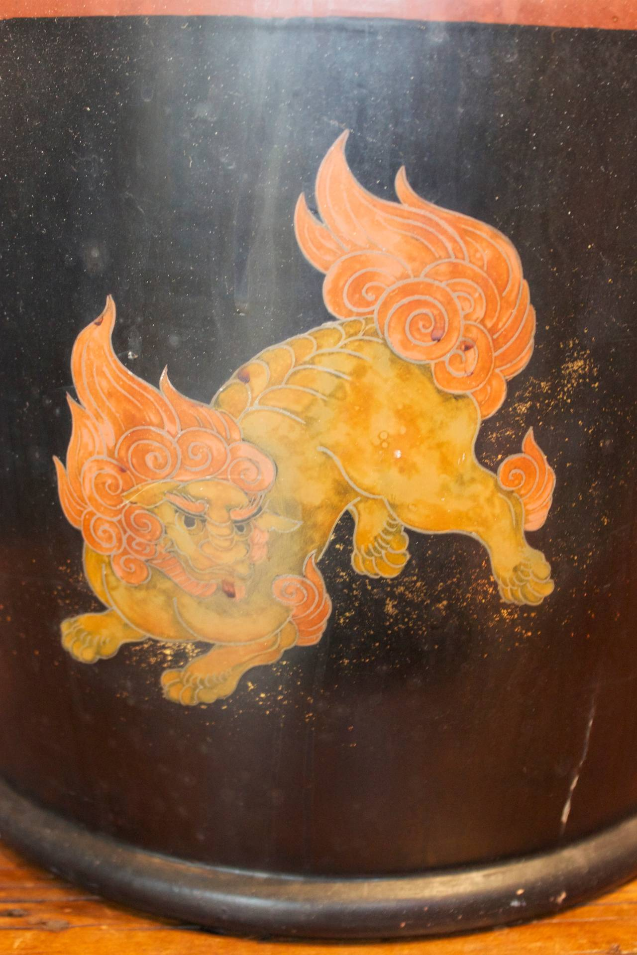 Pair of Japanese Lacquer Hibachis Depicting Shi-Shi Dogs, Meiji Period In Good Condition For Sale In San Antonio, TX