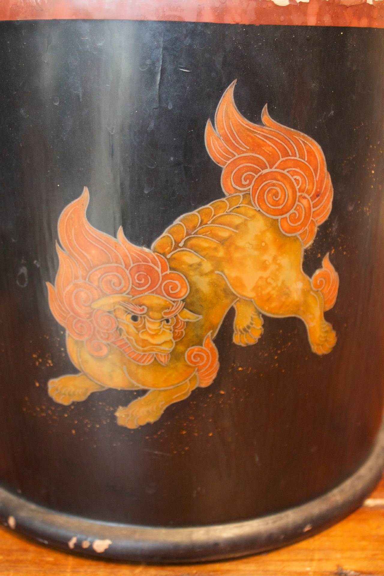 Pair of Japanese Lacquer Hibachis Depicting Shi-Shi Dogs, Meiji Period For Sale 2