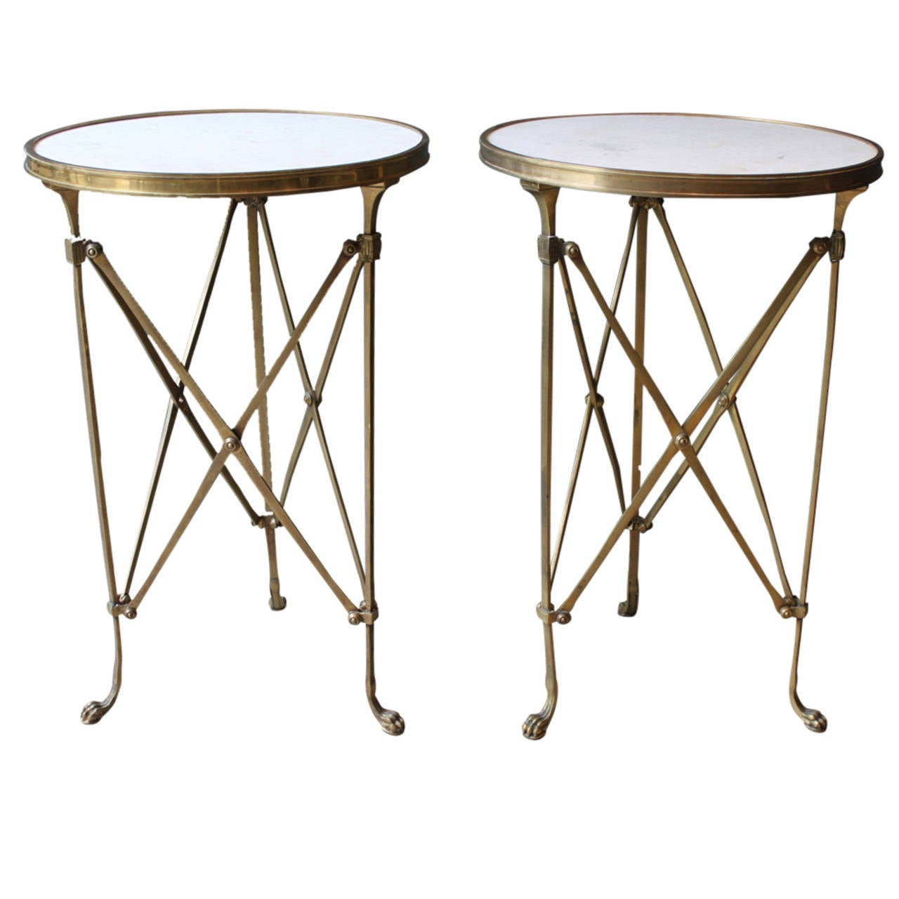 Pair of neoclassical bronze and marble gueridon tables for Table gueridon