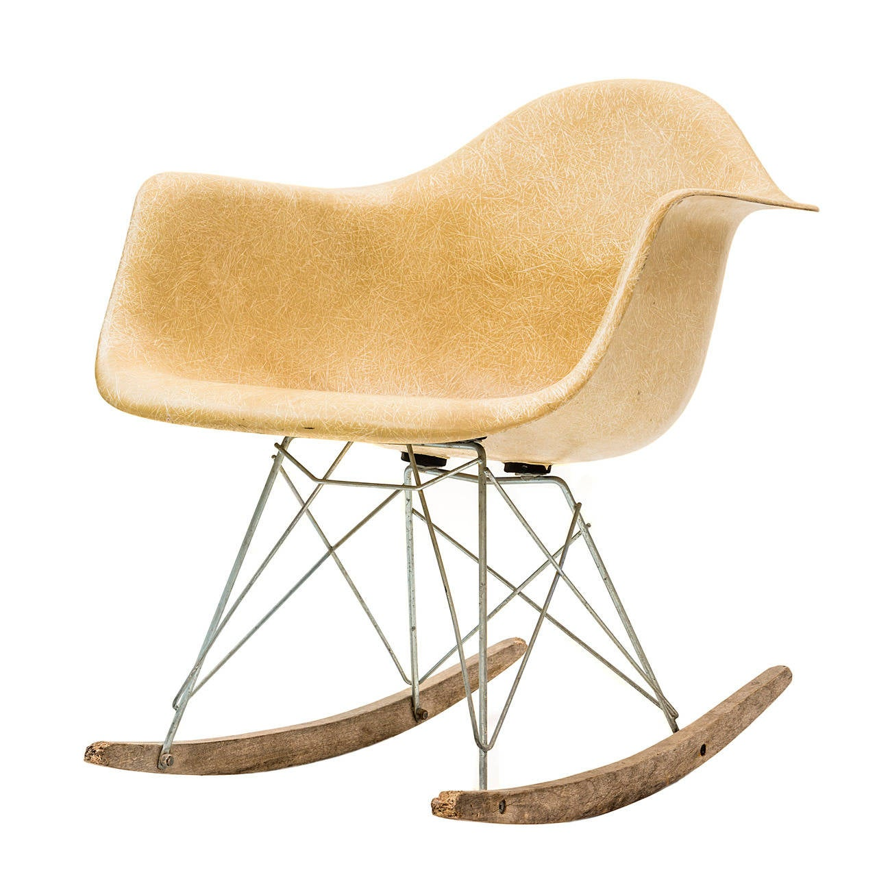 Rar rocking chair by charles and ray eames at 1stdibs for Fauteuil eames rocking chair