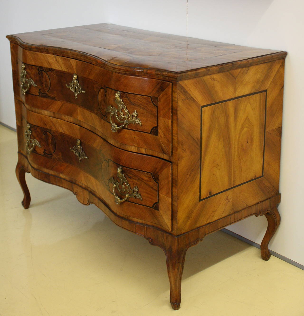 18th century elegant baroque two drawer commode at 1stdibs. Black Bedroom Furniture Sets. Home Design Ideas