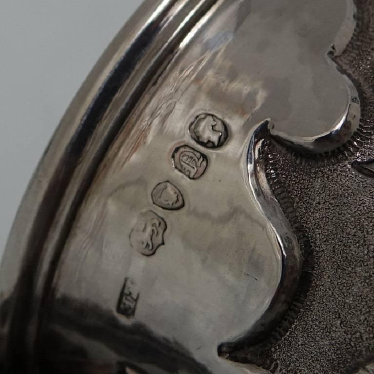 Antique Victorian Sterling Silver Christening Mug, London, 1848, Edward Edwards For Sale 4