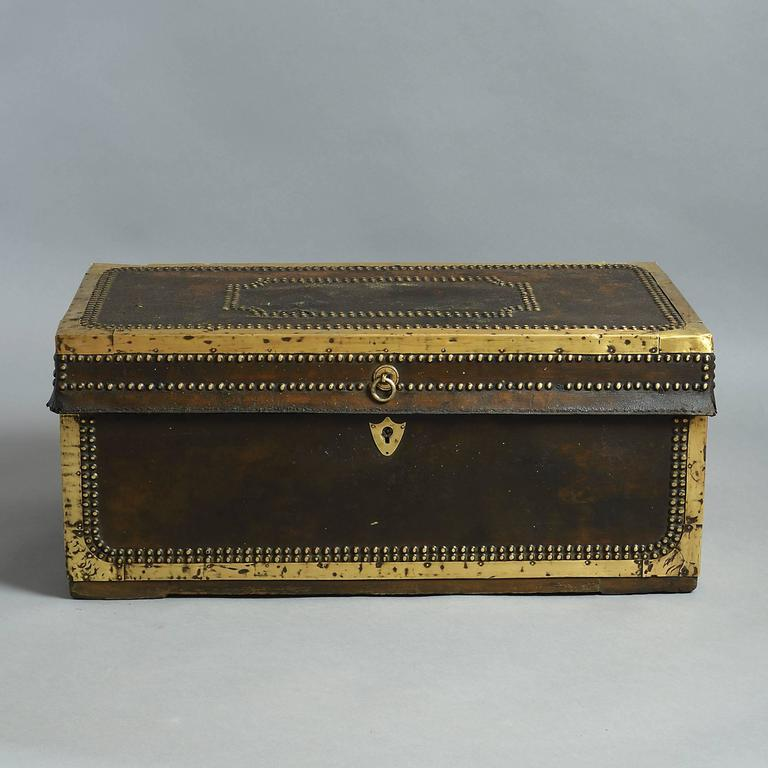 19th Century Chinese Export Travelling Trunk In Good Condition For Sale In London, GB