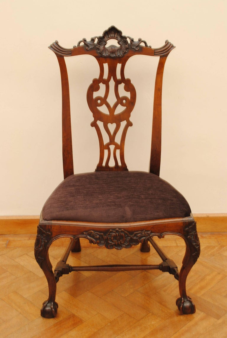 Set of Eight Portuguese Walnut Chippendale Influenced 18th Century Chairs In Good Condition For Sale In Lincolnshire, GB