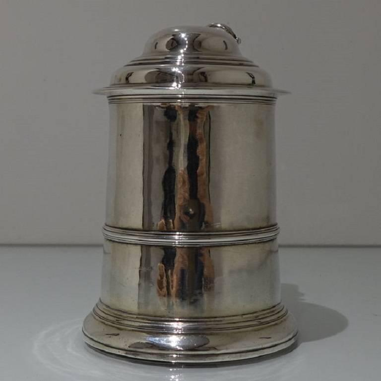 George II Antique Sterling Silver Tankard and Cover Fuller White In Excellent Condition For Sale In 53-64 Chancery Lane, GB