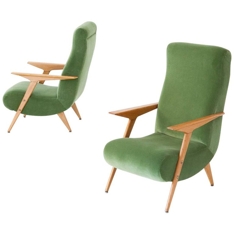 Pair of Italian Mid-Century Modern Oak Wood and New Green Velvet Armchairs, 1950