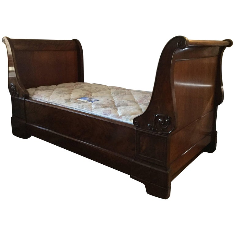 Classic Flame Mahogany 19th Century Louis Philippe Daybed