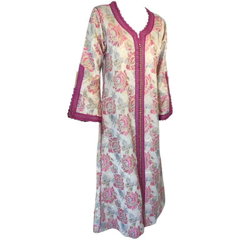 Vintage Moroccan Kaftan Brocade Embroidered with Pink and Gold Trim, circa 1970 For Sale