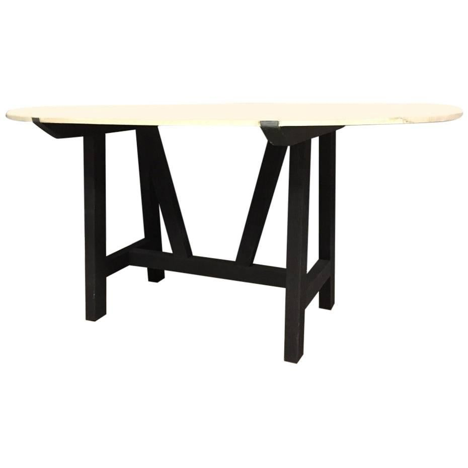 Oval Table nor Model