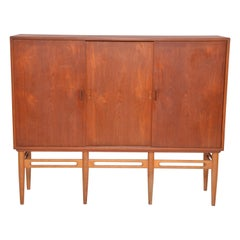 Danish Mid-Century Modern Teak cabinet by Illum Wikkelsø for Soren Willadsen