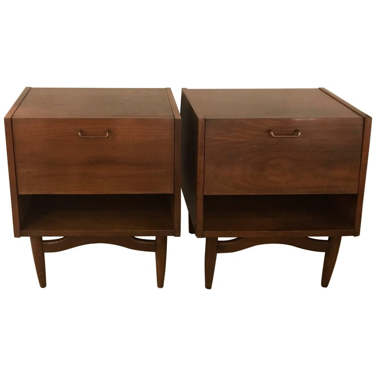Pair of American of Martinsville Midcentury Nightstands