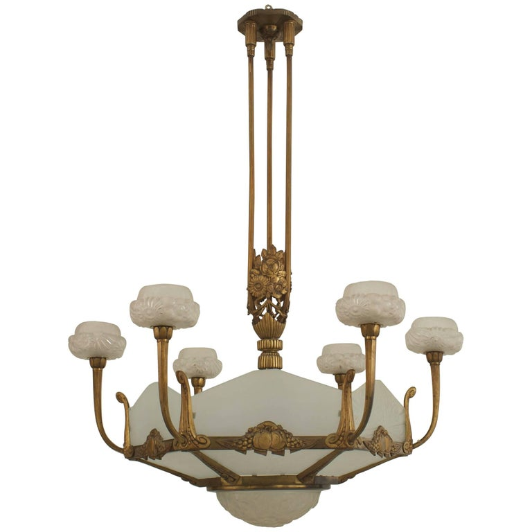1925 French Art Deco Gilded Chandelier For Sale