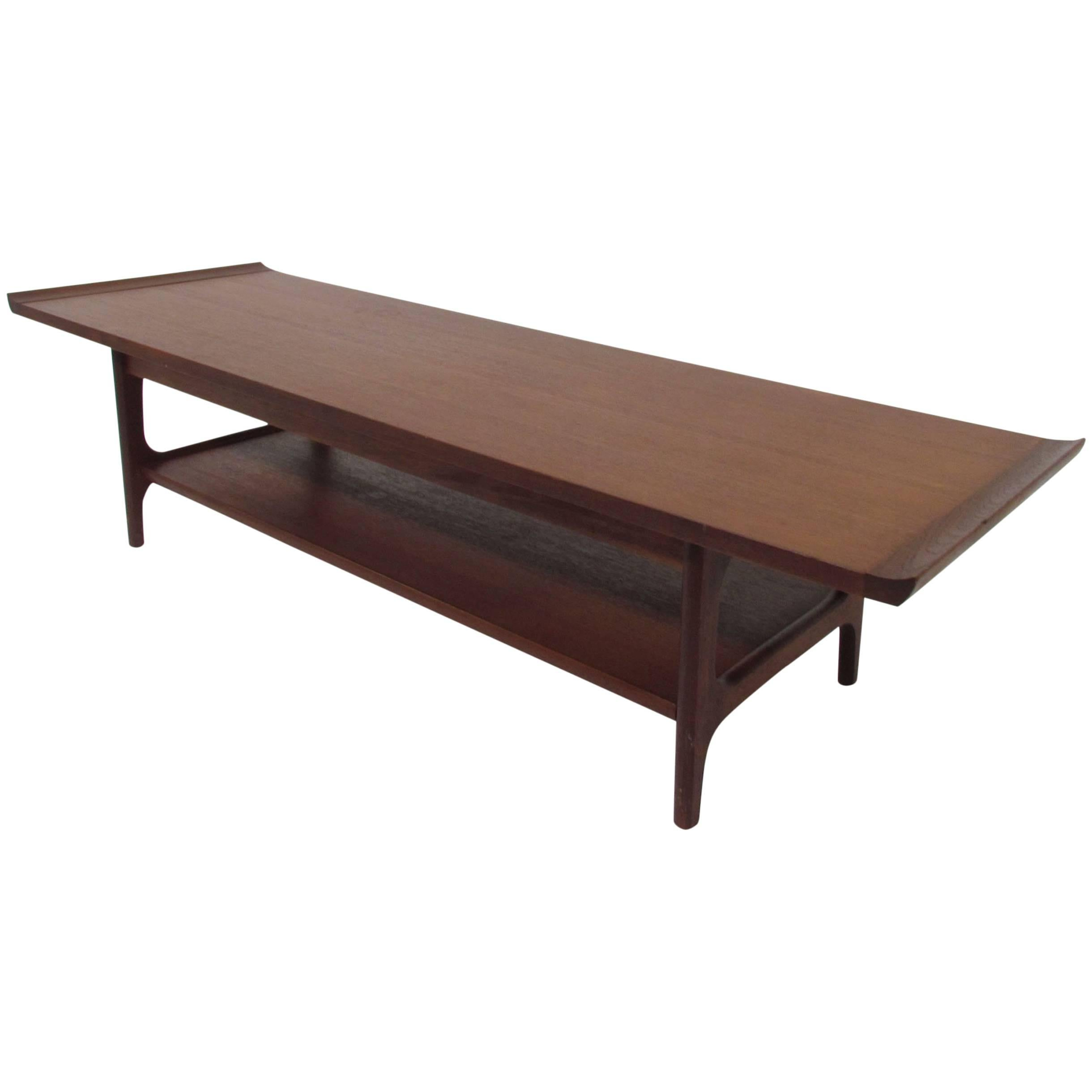 Superbe Japanese Teak Coffee Table In The Danish Modern Style, Circa 1960s For Sale
