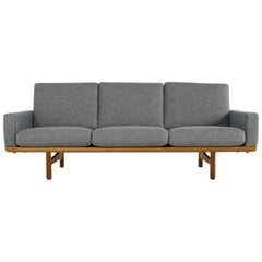 Beautiful 1950s Hans J. Wegner Sofa GE 236-3 Oak & New Upholstery GETAMA Denmark
