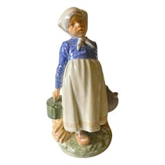 Royal Copenhagen Figurine Peasant Girl with Lunch #815