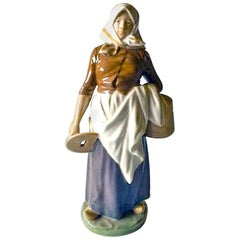Royal Copenhagen Figurine Milk Maid #899