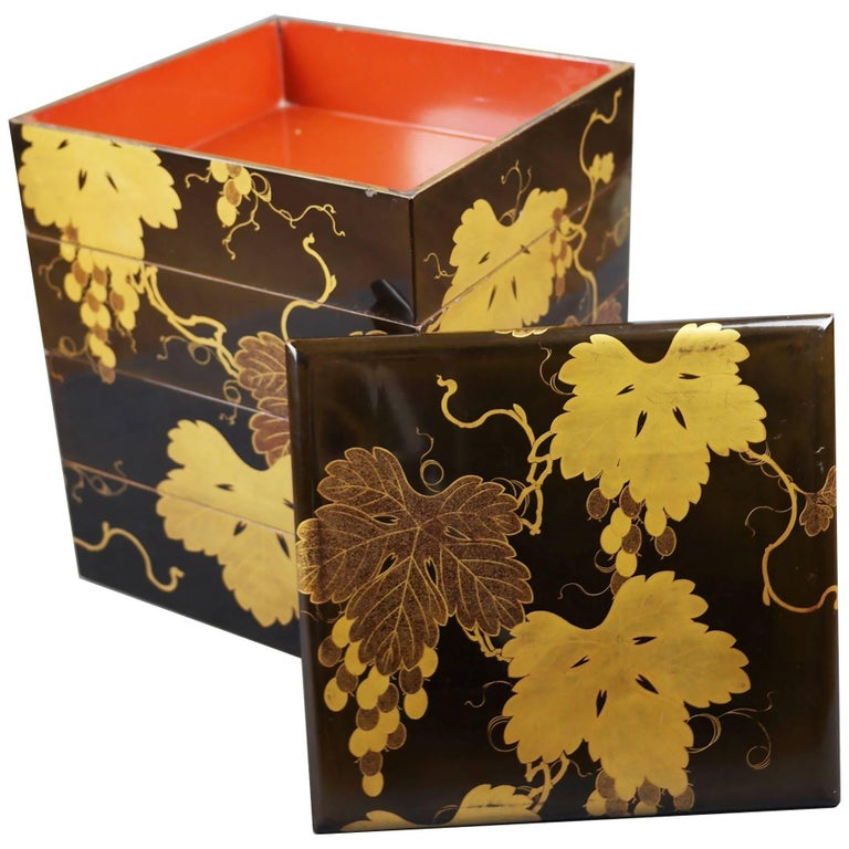 Early 19th Century, Bento Box with Grapes Design, Edo Period, Art of Japan For Sale