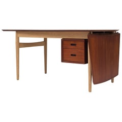 Desk by Arne Vodder
