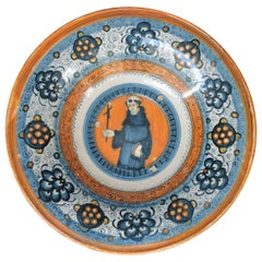 "Montelupo ""Tondino"" in Faience with a Clergyman and Persian Palmette, circa 1520"