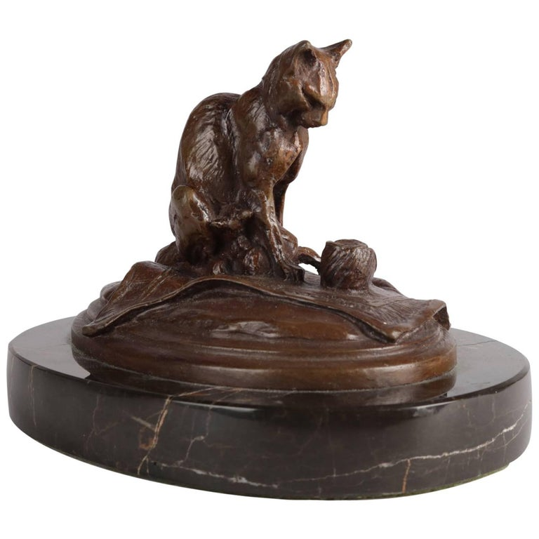 Figural Bronze Sculpture of Cat with Ball of Yarn on Marble Base, 20th Century