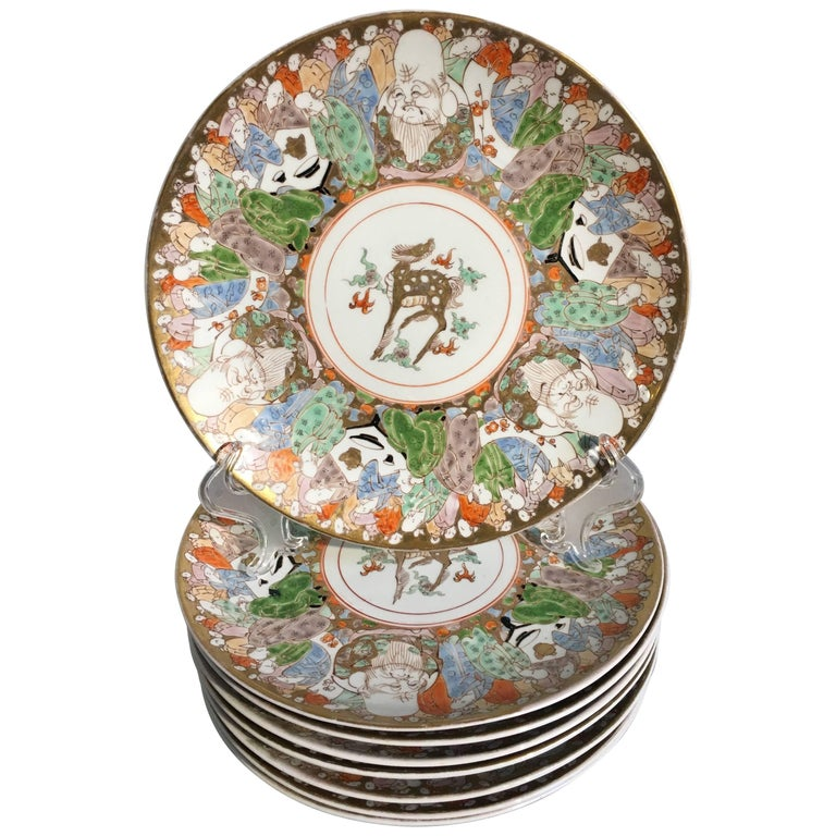 Eight Japanese Imari Decorated Porcelain Plates, Meiji or Taisho Period