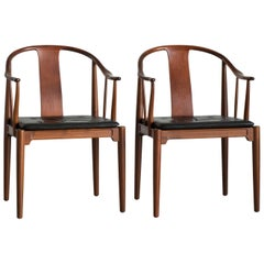 Pair of Hans J. Wegner Chinese Chairs in Walnut for Fritz Hansen