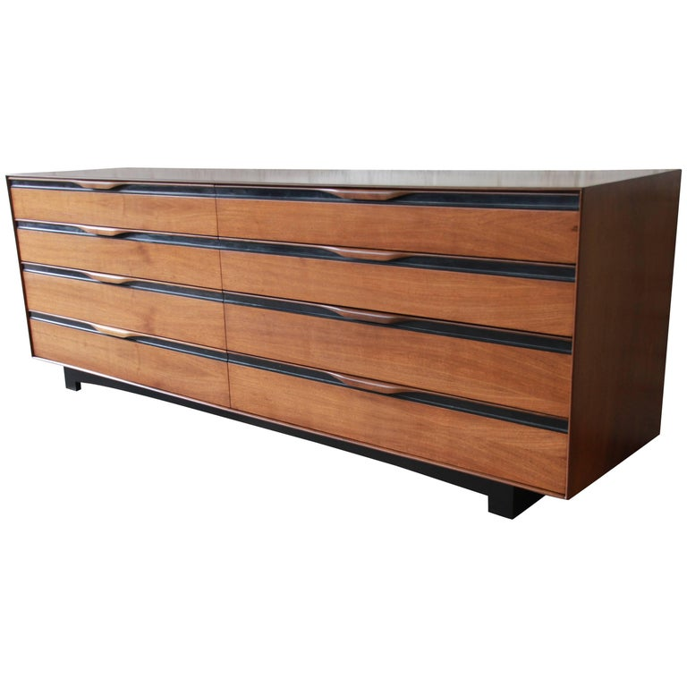 John Kapel for Glenn of California Midcentury Eight-Drawer Walnut Dresser