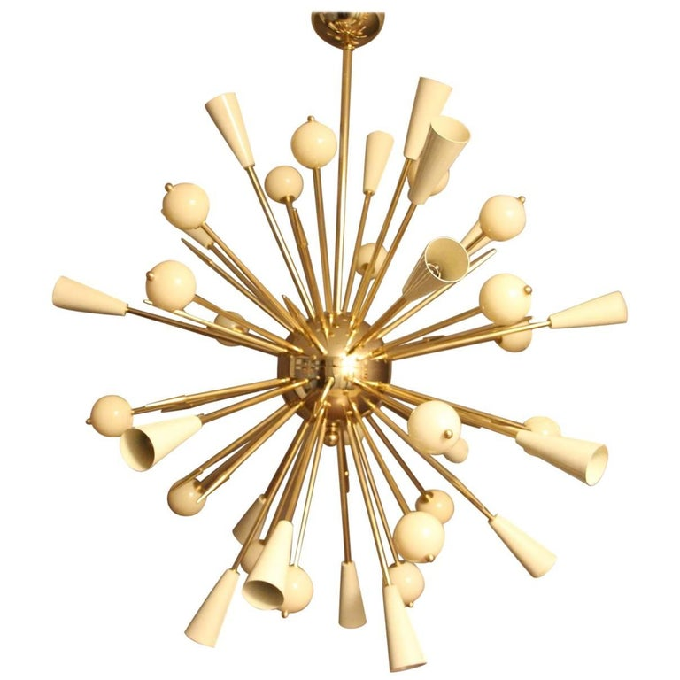 Beige Murano Glass and Brass Sputnik Chandelier in Stilnovo Style For Sale