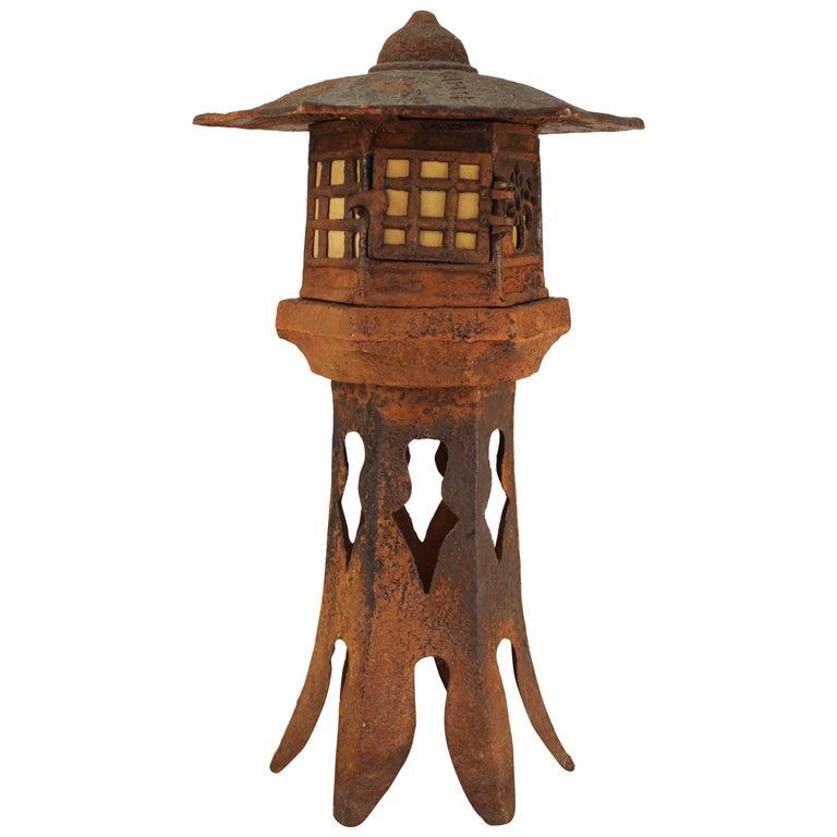 Table Lamp Shaped Like Pagoda