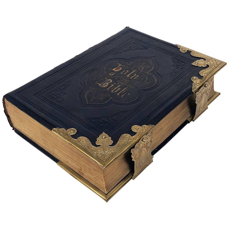 Large Scottish Holy Bible with Clasps from the 19th Century For Sale