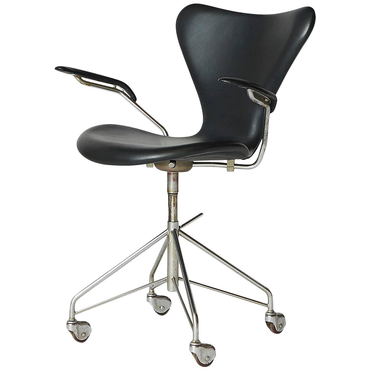 Arne Jacobsen Swivel Desk Chair Model #3217