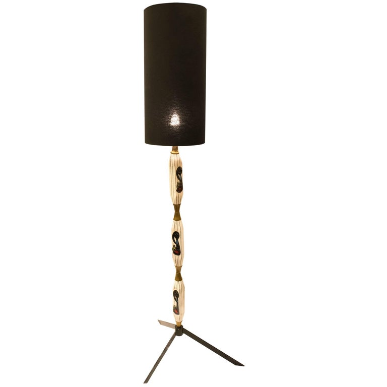 S XX ,Aldo Tura Floor Lamp in Painted Ceramic and Black Metal Feet For Sale
