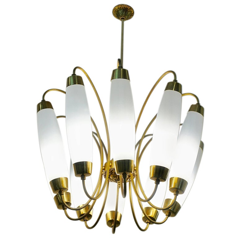 A charming ten light Italian chandelier from the 1950s in the style of Stilnovo with modern design, consisting of ten elongated opaline glass light diffusers supported by curved reeded brass stems positioned in an elegant organic corolla shape. High